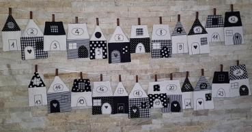 Adventskalender aus 24 Stoffhäusern